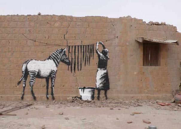 http://www.cosassencillas.com/wp-content/uploads/2010/02/banksy-graffiti-1.jpg